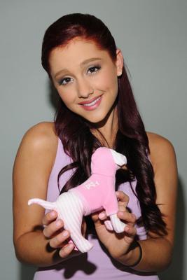 Ariana Grande poster #2006227