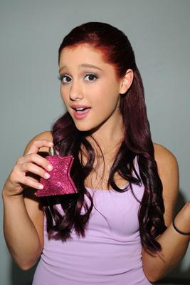 Ariana Grande poster #2006228
