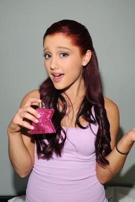 Ariana Grande poster #2006229