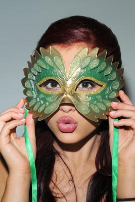 Ariana Grande poster #2006231