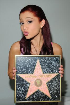 Ariana Grande poster #2006237