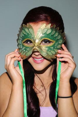 Ariana Grande poster #2006240