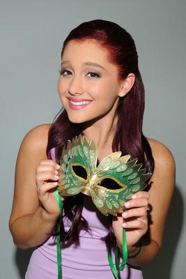 Ariana Grande poster #2006241