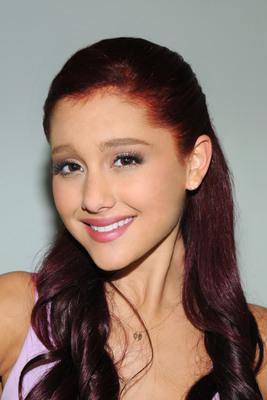 Ariana Grande poster #2006242