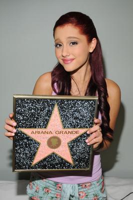 Ariana Grande poster #2006244