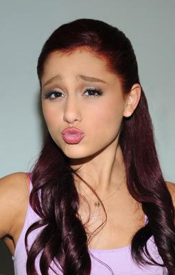 Ariana Grande poster #2006245