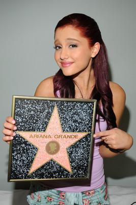 Ariana Grande poster #2006246
