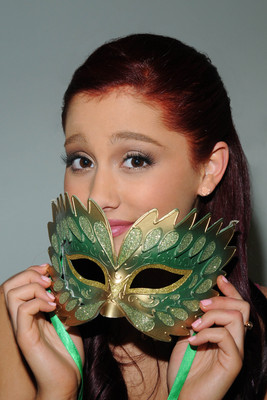 Ariana Grande poster #2006252