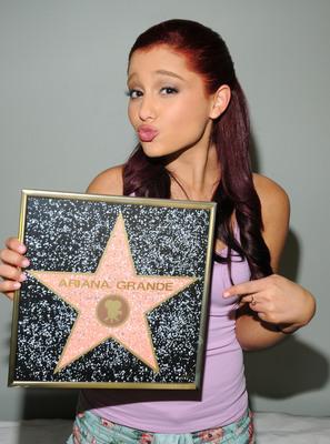 Ariana Grande poster #2006253
