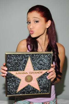 Ariana Grande poster #2006256