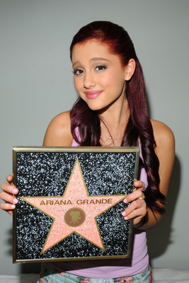 Ariana Grande poster #2006257