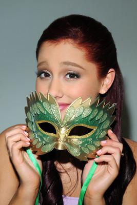 Ariana Grande poster #2006260