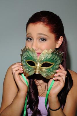 Ariana Grande poster #2006263