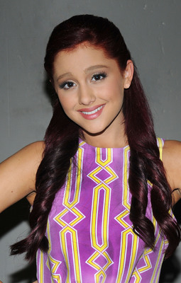 Ariana Grande poster #2125454