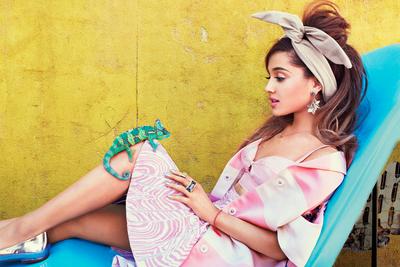 Ariana Grande poster #2368144