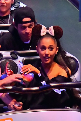Ariana Grande poster #3320850