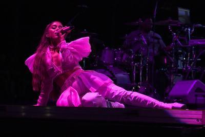 Ariana Grande poster #3842578