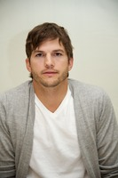 Ashton Kutcher t-shirt