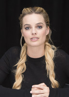 Margot Robbie poster
