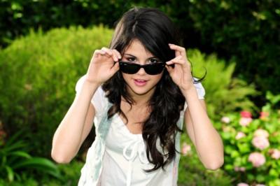 Selena Gomez poster #1514082
